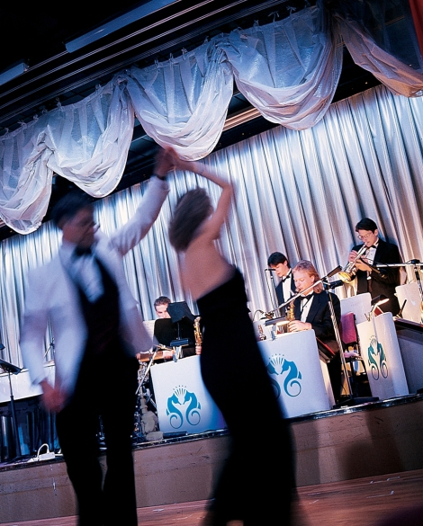 Crystal_Cruises_Dancing_Band