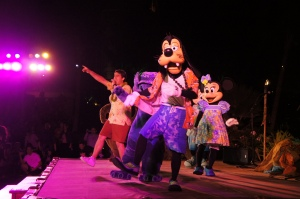 Goofy gets down at the Starlit Hui. Photo Credit: Natalie Aroyan